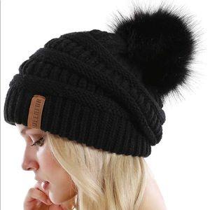 Queenfur Slouchy PomPom Beanie Hat